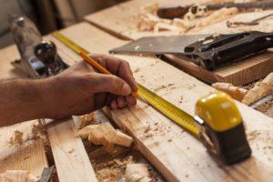 Holzstaub bei Arbeit